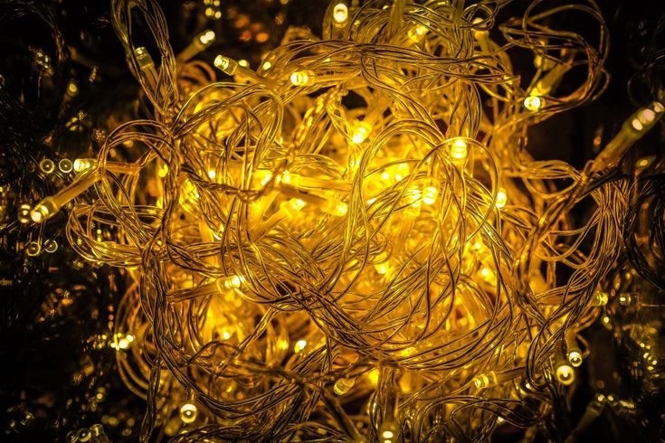 Download this free photo here www.picmelon.com #freestockphoto #freephoto #freebie /// Messy Light Chain | picmelon