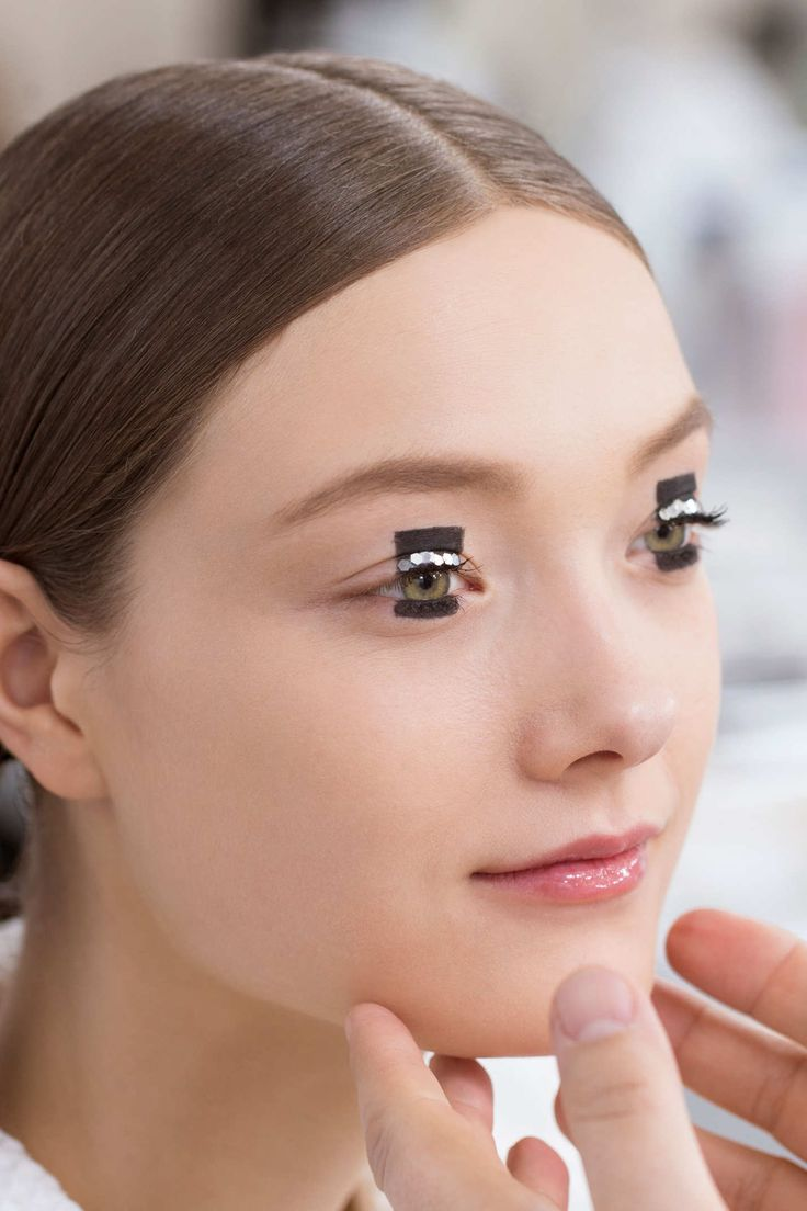 Dior Pre-Fall 2015 - Graphic Makeup