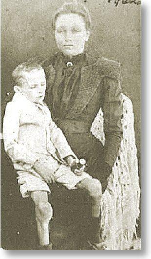 Mother and child starved in Concentration Camp during the Boer War. Konsentrasiekamp-ellende... 'n jong Afrikaner-ma en haar erg uitgeteerde kind.