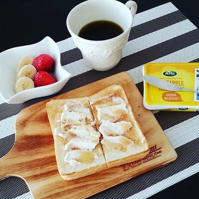 2017/01/12 09:40:37 a_la_iena 今朝は パイナップルクリームチーズとハチミツで ランチに備えて少し軽めの朝食  #朝食#モーニング#おうちごはん#あさごはん#食パン #にしむら珈琲#コーヒー#クリームチーズ#ハニートースト#ウェッジウッド#バルミューダ #インテリア#グレーインテリア#モノトーンインテリア #breakfast#toast##balmuda #coffee#interior #wedgewood#creamcheese#honey #아침밥 #집밥#빵#바루뮤다#커피#크림치즈