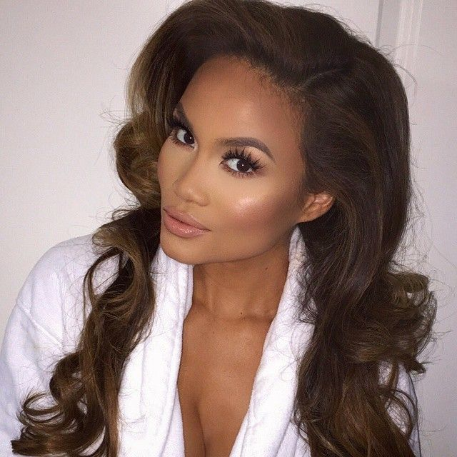@MakeupAri_ makeup on Daphne Joy.