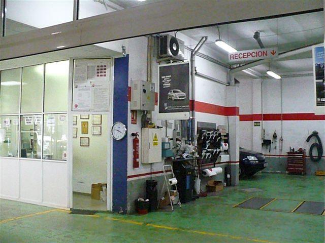 Taller multimarca con gran experiencia en la reparación de vehículos desde los años 60.   http://abellauto.com/