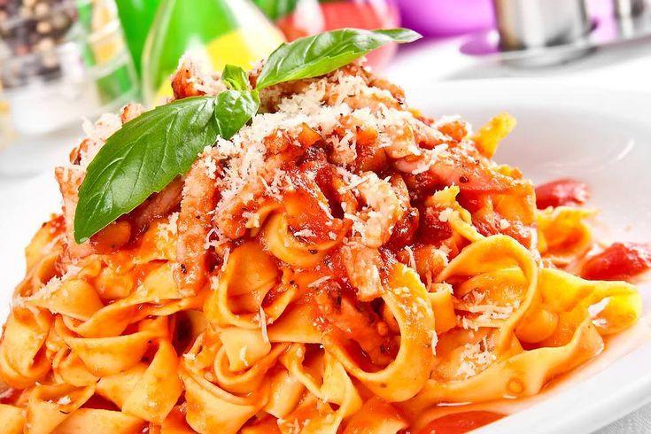 Pasta maken zoals de Italianen dat doen Pasta kun je snel en makkelijk klaar maken, maar als jij het ook altijd afgiet in een v...
