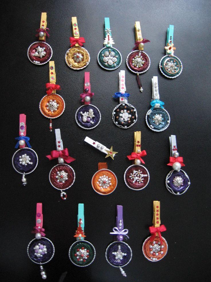 Riciclo di capsule di caffè -ciondoli gioiello per l'albero di Natale - si possono indossare o appendere all'albero, usando la mollettina abbinata - fatti con capsule Nespresso