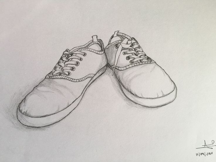Final zapatillas en perspectiva forzada. Realizado con lápices de grafito de dureza entre 2H y B.
