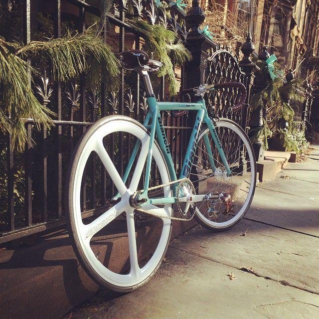 """Curbside parking #bianchi #bianchisuperpista #superpista #fixedgear #fixieporn #bikeporn"""