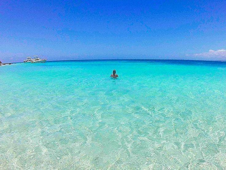 Saludos desde el PARAISO  Les deseamos que pasen un hermoso domingo.  Isla Caja de Muerto  @pau_lette_23  Tag #PUERTORICOGRAM #PRGRAM . . #puertorico #isladelencanto #ponce #playa #paraiso #beach #beachzone #caribbean #travel #summer #beachday #travelust #waterlust #worlderlust #paradise #nature #instadaily #follow4follow #picoftheday #photooftheday #bestoftheday #instabeach #instacool #relax #followback #puertoricolohacemejor #conservatuislalimpia by puertoricogram…