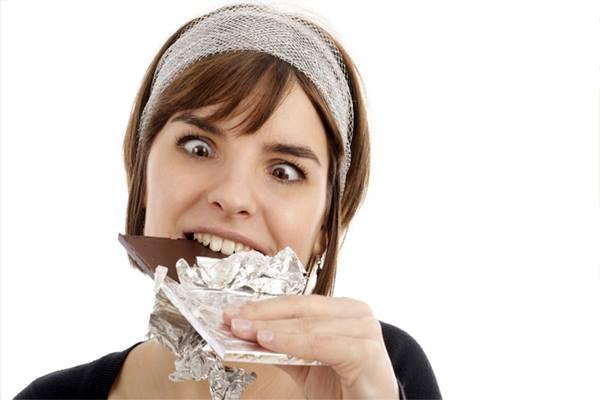 Eres adicto al dulce? Así afecta el exceso de azúcar al cerebro. Cuando comemos algo cargado de azúcar, el paladar, el intestino y el cerebro se activan. Una sola ingesta produce que el sistema de recompensas reaccione de manera idéntica a cuando se consumen drogas adictivas como el alcohol o la nicotina: la sobrecarga de azúcar genera picos altos en los niveles de dopamina y produce mayor ansiedad. :http://sophimania.pe/index.php…