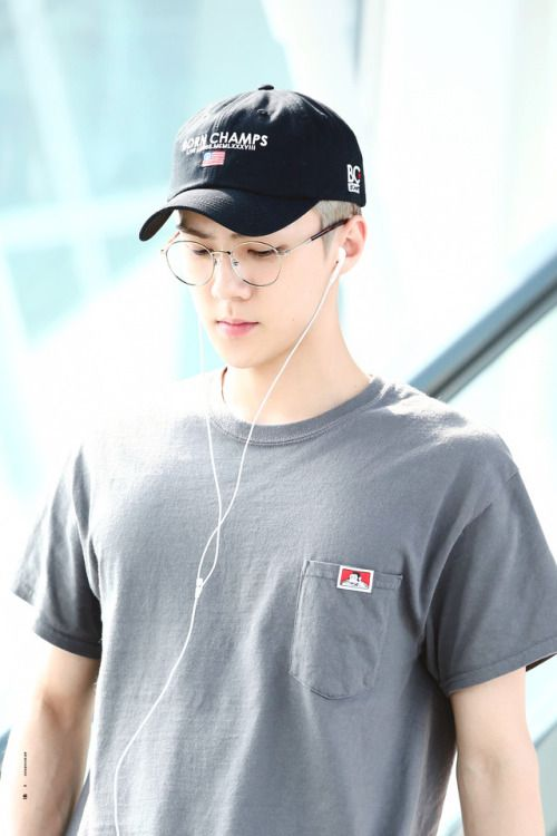 Sehun - 160912 Incheon Airport transit, Bangkok to Hiroshima  Credit: Iridescent Boy. (인천공항)