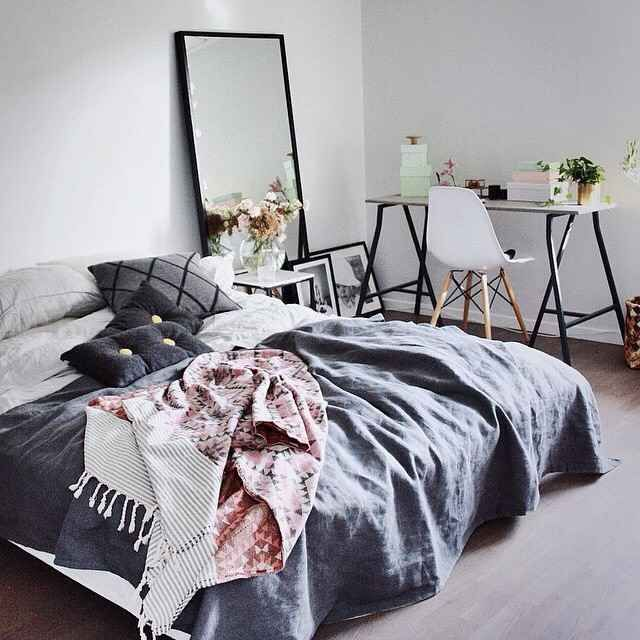 41 Examples Of Minimal Interior Design - UltraLinx Desk and bed covers