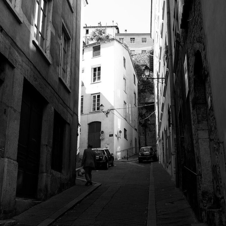 #street #noperson #alley #city #monochrome #architecture #urban #shadow #narrow #town #light #travel #building #outdoors #house #window #road #pavement #cobblestone #lyon #vieuxlyon