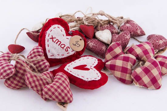 Καρδιές μαξιλαράκια κουδουνάκια NewMan | bombonieres.com.gr