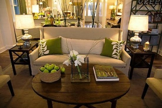 What a nice small couch and the olive green and cream for Earthy apartment decor