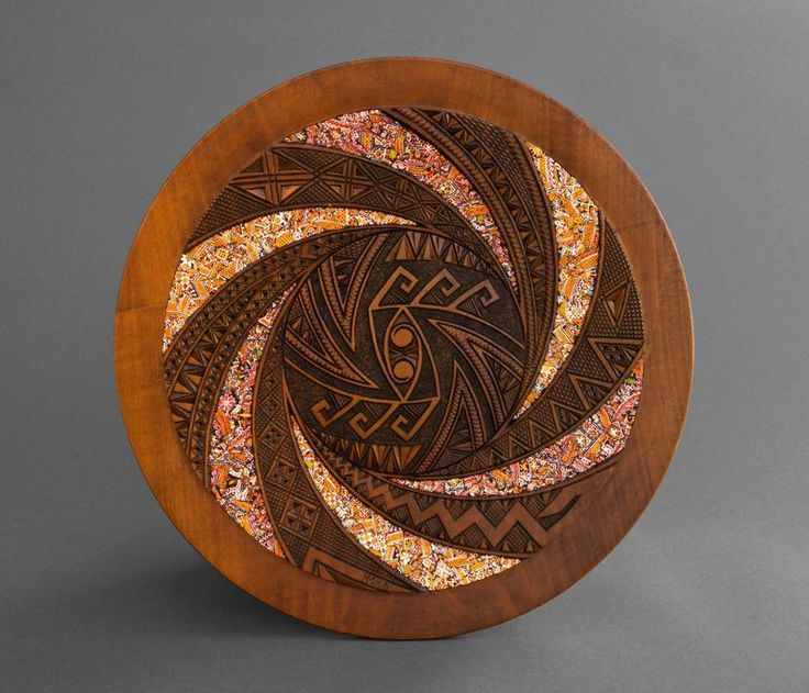 This plate is hand made of wood decorated with art carving and mosaic made of : plates decorative - pezcame.com