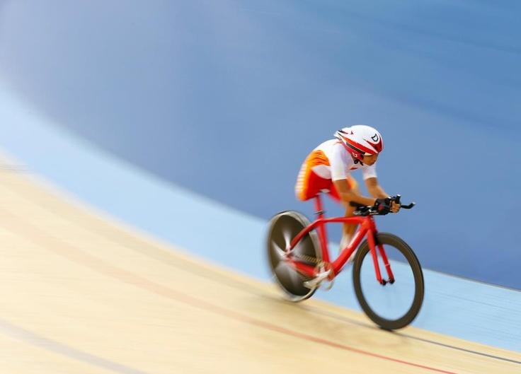 Compensare, pedalare, vincere  (Zeng Sini, China, oro inseguimento individuale donne)