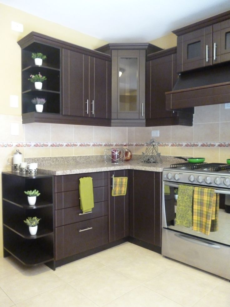 Asegúrate de que los gabinetes de cocina sean suficientemente grandes y que combinen con los azulejos.