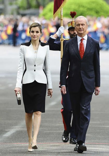 28 May 2016 - Queen Letizia and King Felipe attend the Armed Forces Day in Madrid - shoes by Prada, clutch by Mango