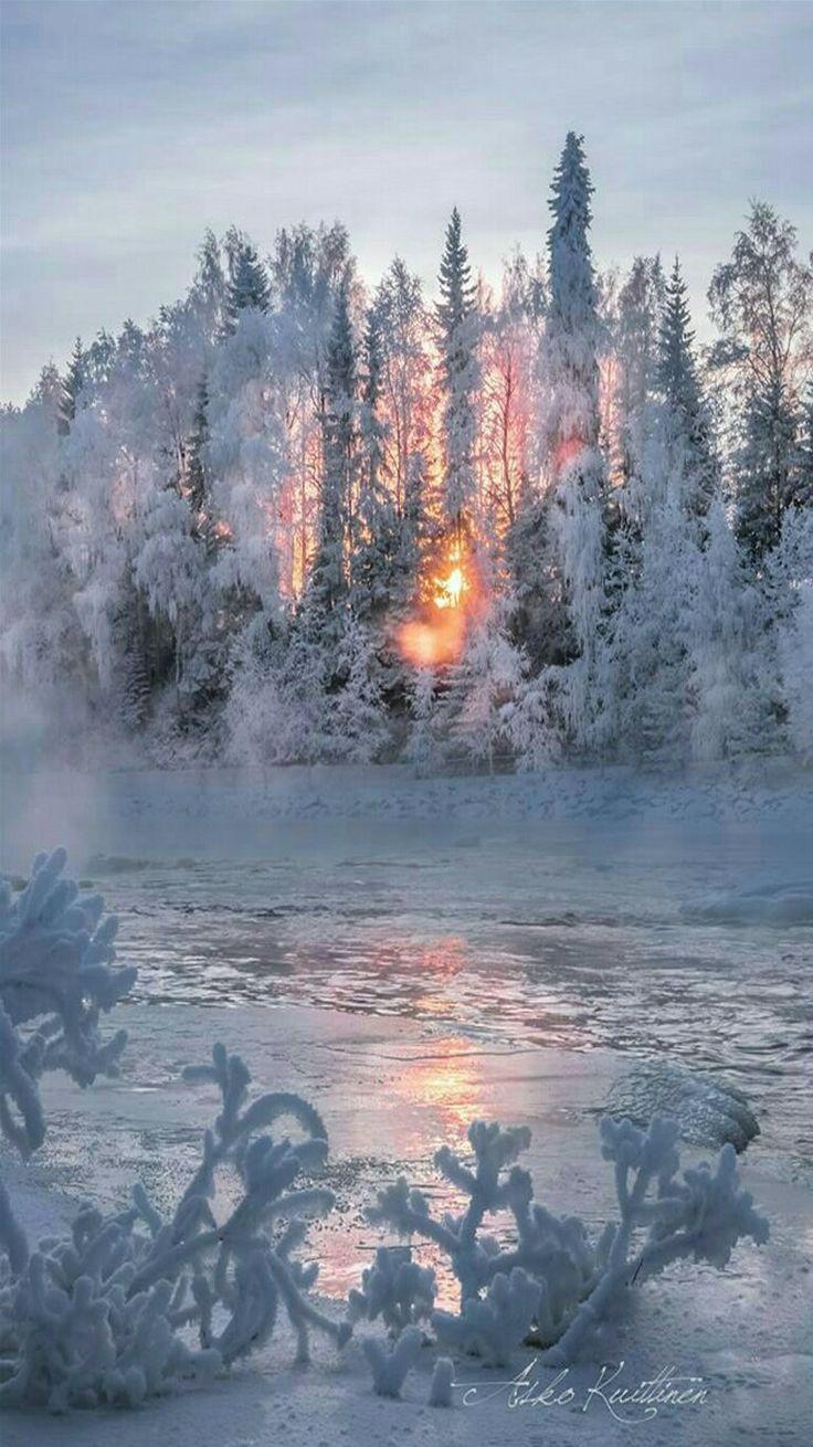 Sonnenuntergang in eisiger Landschaft- wow