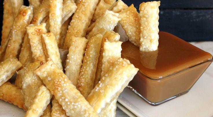 Appeltaart doet het altijd goed maar wil je eens echt wat anders op tafel zetten dan moet je deze appeltaart frietjes eens proberen. Je hebt ze echt in een handomdraai gemaakt maar ze zijn oh-zo-lekker. Een lekkere karamelsausje ernaast om ze in te dopen en je hebt echt een goddelijke snack. Lekker als er mensenRead More