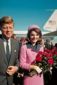 De bronnen van Clio: De Kennedy's en openbaarheid: het mantelpakje van Jackie