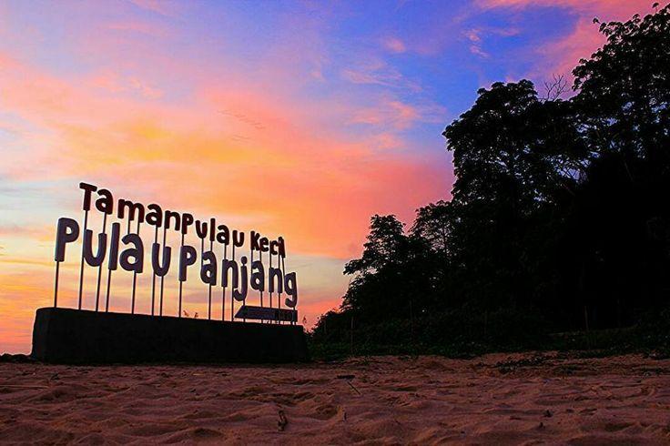 Selamat hari Jum'at. Semoga amin.  @andieskiller - Entah mengapa saya lebih suka senja dari pada pagi.  Senja pulau Panjang Jepara  #pulaupanjang #visitjepara #jatenggayeng #pesonaindonesia #explorenusantara