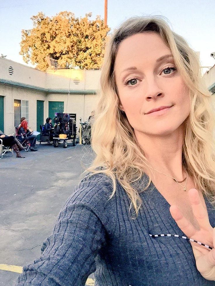 Teri Polo is so beautiful on the set of The Fosters.