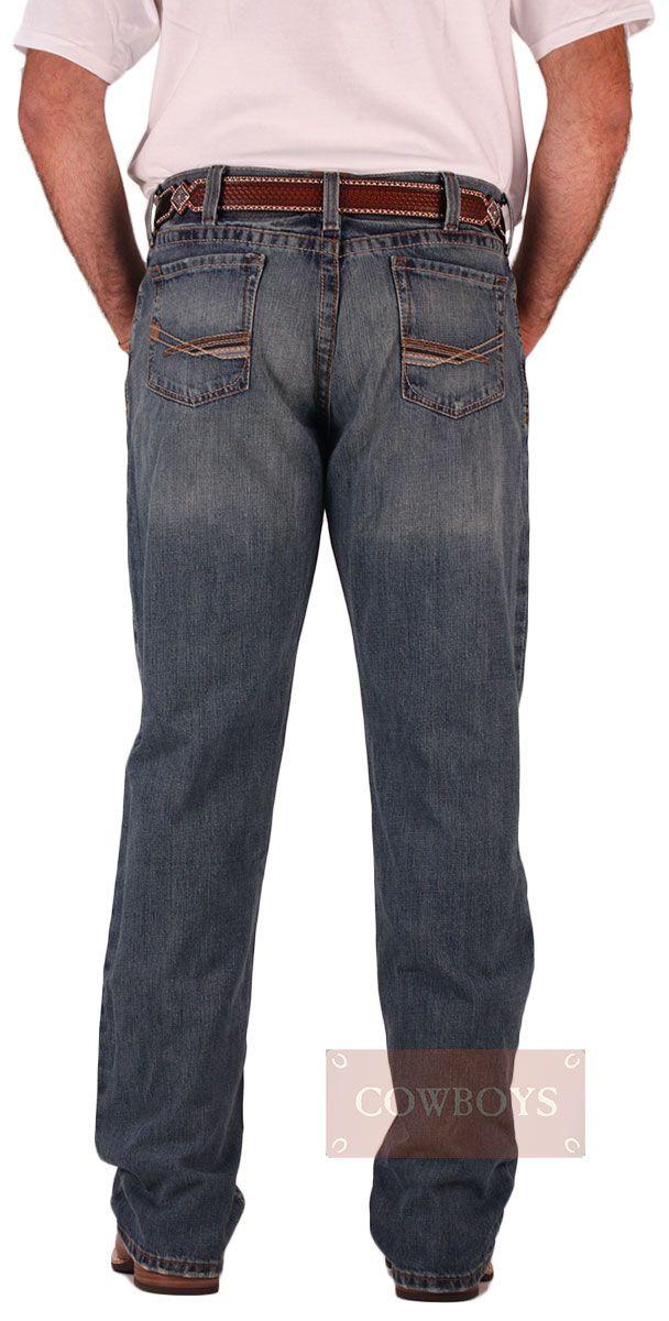 Calça Ariat Importada Jeans Relaxed Low Rise Fashion Boot Cut   Calça masculina importada do México marca Ariat. Jeans 100% algodão cor azul Stonado. Modelo Relaxed (de pernas mais largas) boca tradicional, ideal para usar com botas. Uma calça para cowboys modernos que gostam de estar na moda e não trocam a tranquilidade do campo por nada. Lavagem moderna, porém com o estilo country em evidência.
