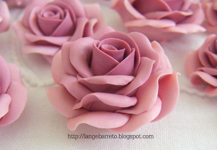 http://langebarreto.blogspot.com.br/2013/09/flores-porcelana-fria.html