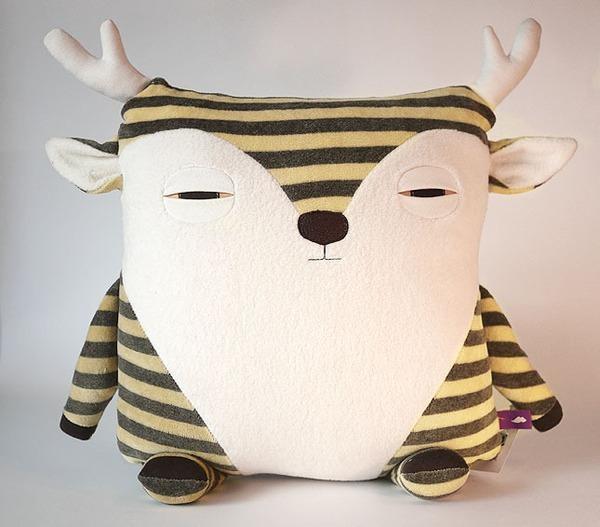 Monsieur Caribou #coussin design Pillow projects! Pinterest Softies