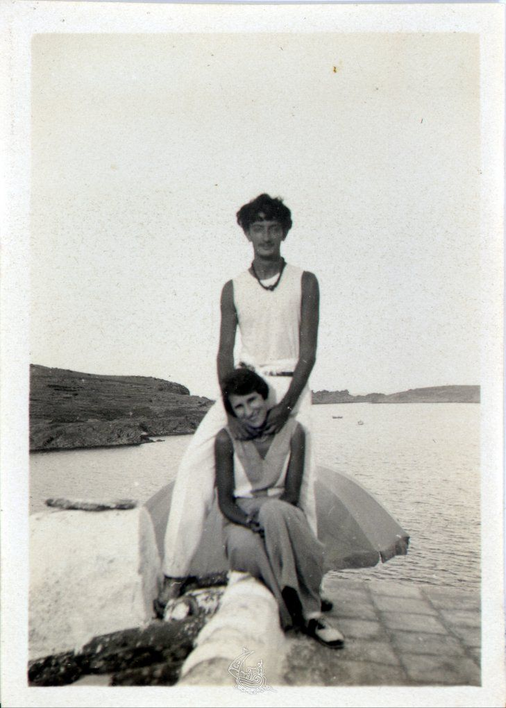 Salvador Dali and Gala. on the roof of his house in Portlligat, and at their back you can see the sea.