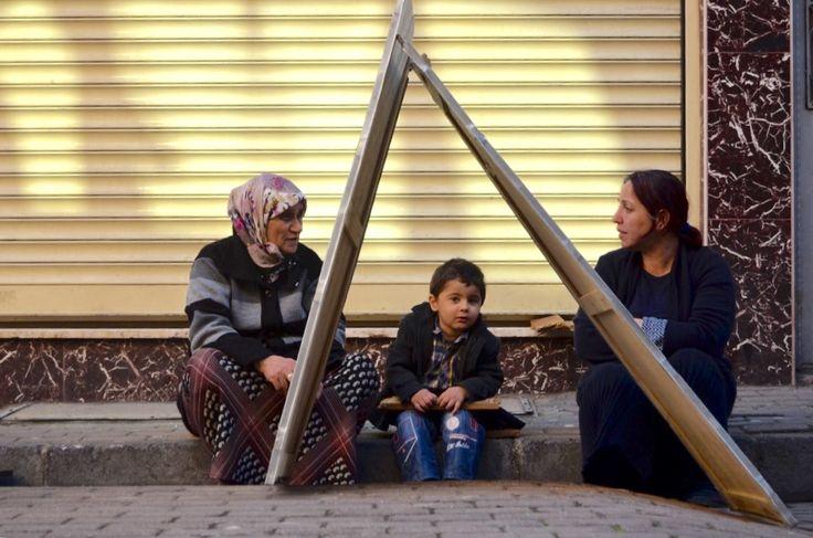 #women #child #istanbul #türkiye #streetlife #photography #sreetphoto #balat #cibali #haliç #fener #turkey