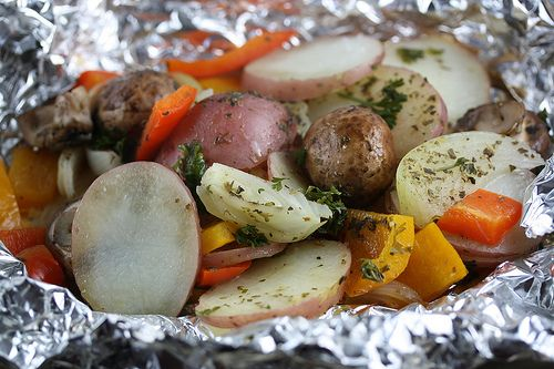 Italian Grilled Potato Packets [Cully's Kitchen] // LOVE grilling packets of veggies like this!