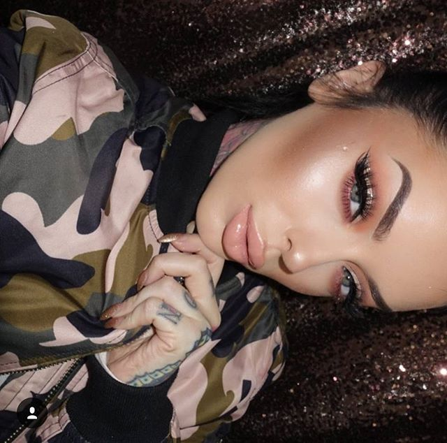 She shines brighter than any star in the sky ⭐️ @bellejorden hyping us up for the Holidays with the 35O matte palette. www.morphebrushes.com✨✨✨ #MorpheBabe