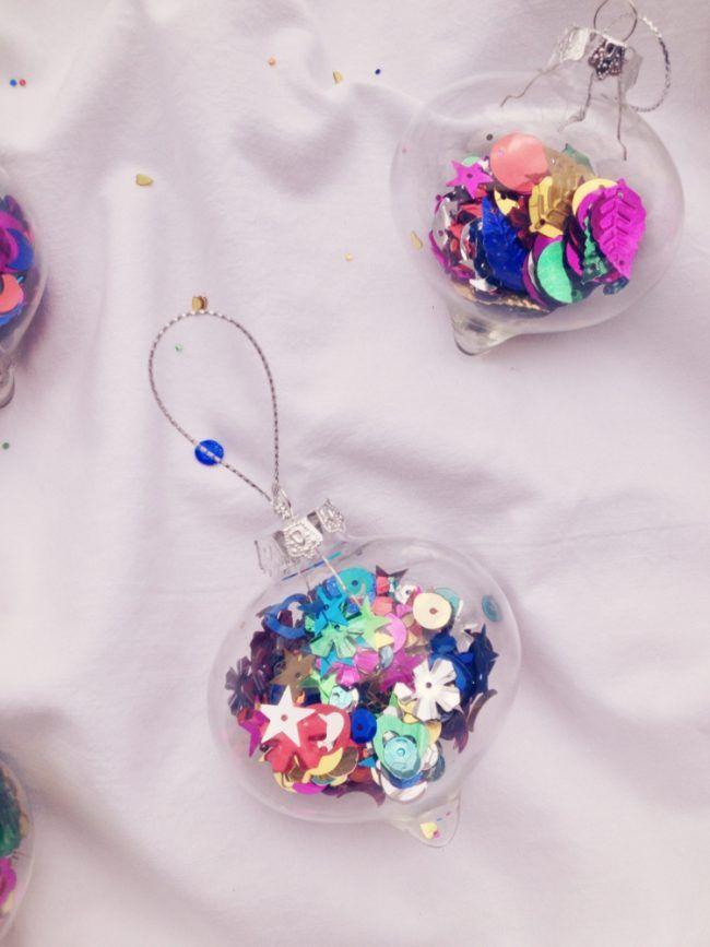 deko zu weihnachten christbaumkugeln glas idee bunt pailletten