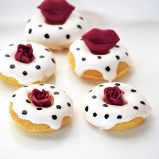 These lovely roses and lips. | 23 Pictures Of Doughnuts That Will Sexually Awaken You