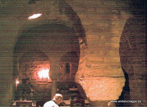 """#Sevilla capital - Pizzería San Marcos (Antiguos baños árabes) GPS 37º 23' 9"""" -5º 59' 23"""" / 37.385833, -5.989722   San Marco tiene cuatro restaurantes de comida italiana en Sevilla. El del Barrio Santa Cruz es especialmente interesante por los restos de los baños árabes que quedan en su interior, de lo que un día fue ésta casa. Intente, si puede, conseguir una mesa cerca de la puerta de la entrada; es la parte más bonita."""