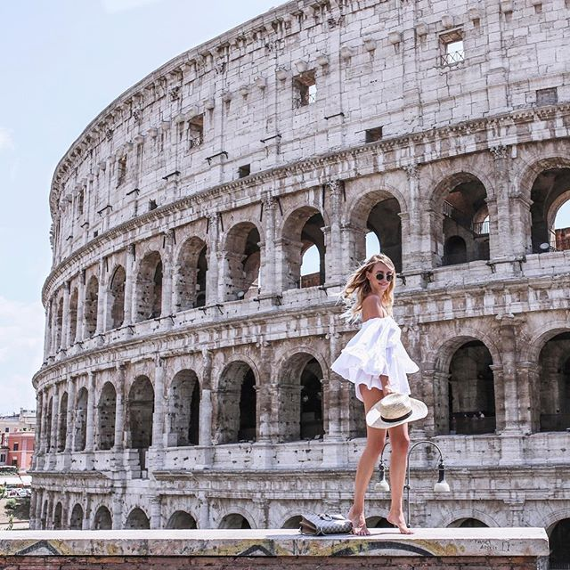 When in Rome... I'm doing my happy dance because I can finally tell you that I teamed up with @glossybox_de and designed my very own box! Until the 10th of August you can choose your favorite box out of there options. #Glossybox #Rome #ohhRome #Italy