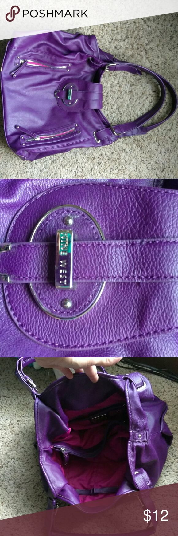 Large nine West purse Good condition nine West purse in great condition. A small mark on bottom and side as shown in pictures. Smoke free home Nine West Bags Shoulder Bags