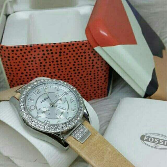 Saya menjual Jam Tangan Wanita Fossil ES 3889 Silver Leather ( Kulit ) Original Murah seharga Rp1.710.000. Dapatkan produk ini hanya di Shopee! https://shopee.co.id/azshop30/270755780/ #ShopeeID