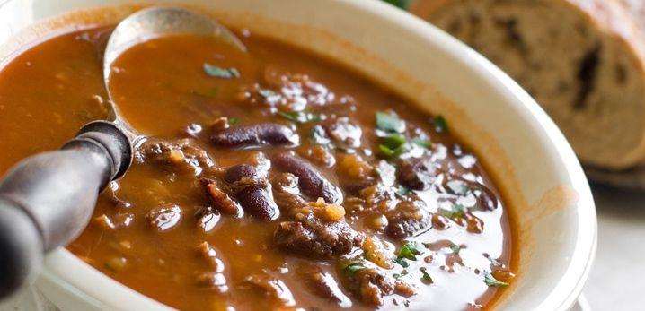 De grootmoeders bruine bonensoep is een soep die je echt eens geproefd moet hebben. Dit is namelijk een van de allerlekkerste soepen die je ooit zal eten. Het recept van grootmoeders bruine bonensoep is al heel oud. Mijn grootmoeder heeft het recept weer van haar grootmoeder en zij weer van haar moeder. Een soep van …