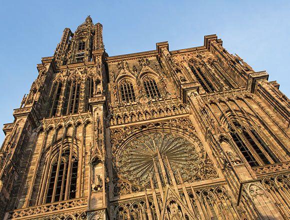Descubre 5 planes que no debes perderte si viajas a la ciudad francesa de Estrasburgo.
