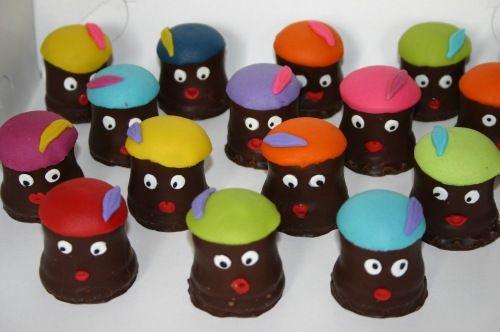 """Traktatie zwarte pietjes (Pagina 1) - Klein & fijn: Cupcakes, koekjes & los suikerwerk - Het """"DeLeuksteTaarten"""" - forum"""
