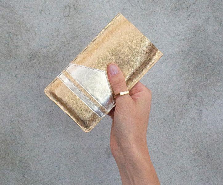 Handysocken - Gold iPhone 6 6s 7 Leder Hülle Leder Handy Tasche - ein Designerstück von gmaloudesigns bei DaWanda