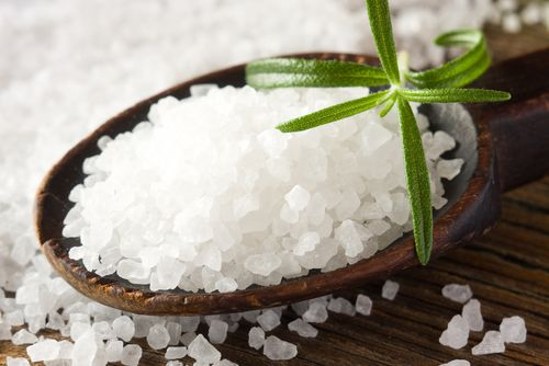 Ángeles Amor: Limpia energética con sal de grano