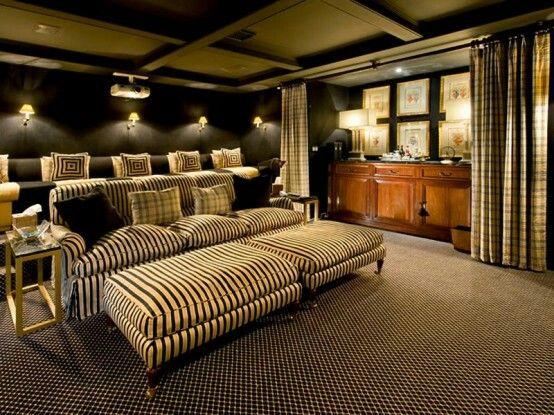 Ich liebe dieses Wohnzimmer mit übergroßen Sitzgelegenheiten und Bartresen   Love this lounge room with oversized seating and wet bar