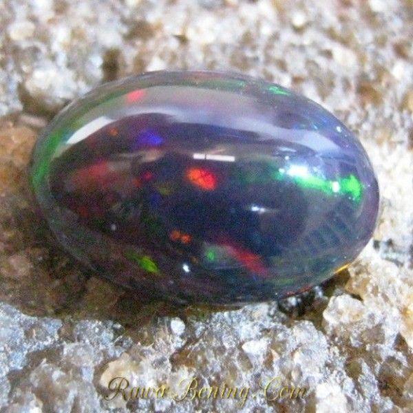Jual Batu Black Opal Asli 0.85 Carat Kualitas Lumayan Harga Murah