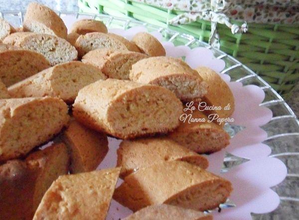 cantucci biscotti secchi tradizionali di prato una ricetta realizzata con il bimby per cui molto veloce e semplice.