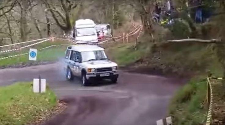 Иногда люди делают довольно любопытные конверсии из своих автомобилей. Например, у нас тут Land Rover Discovery,...
