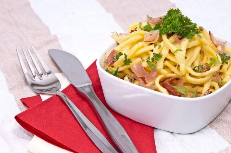 Käsespätzle mit Speck und Zwiebel