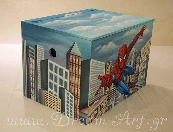 Ζωγραφική σε ξύλινο κουτί παιχνιδιών